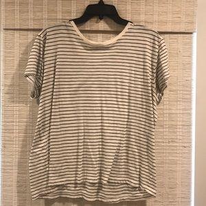 VINCE short sleeve tee. Cream w/ black. Medium